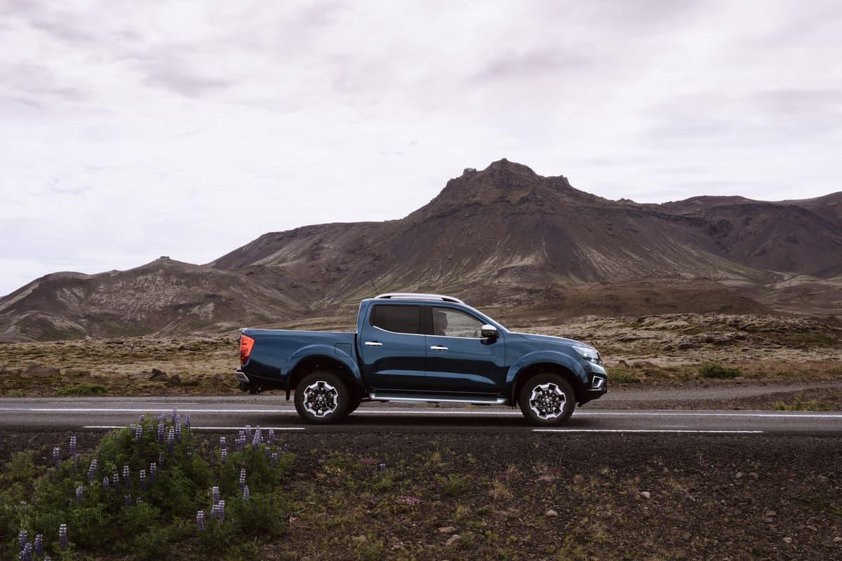 Nissan Navara Double Cab_Blue_Iceland_Dynamic_Side